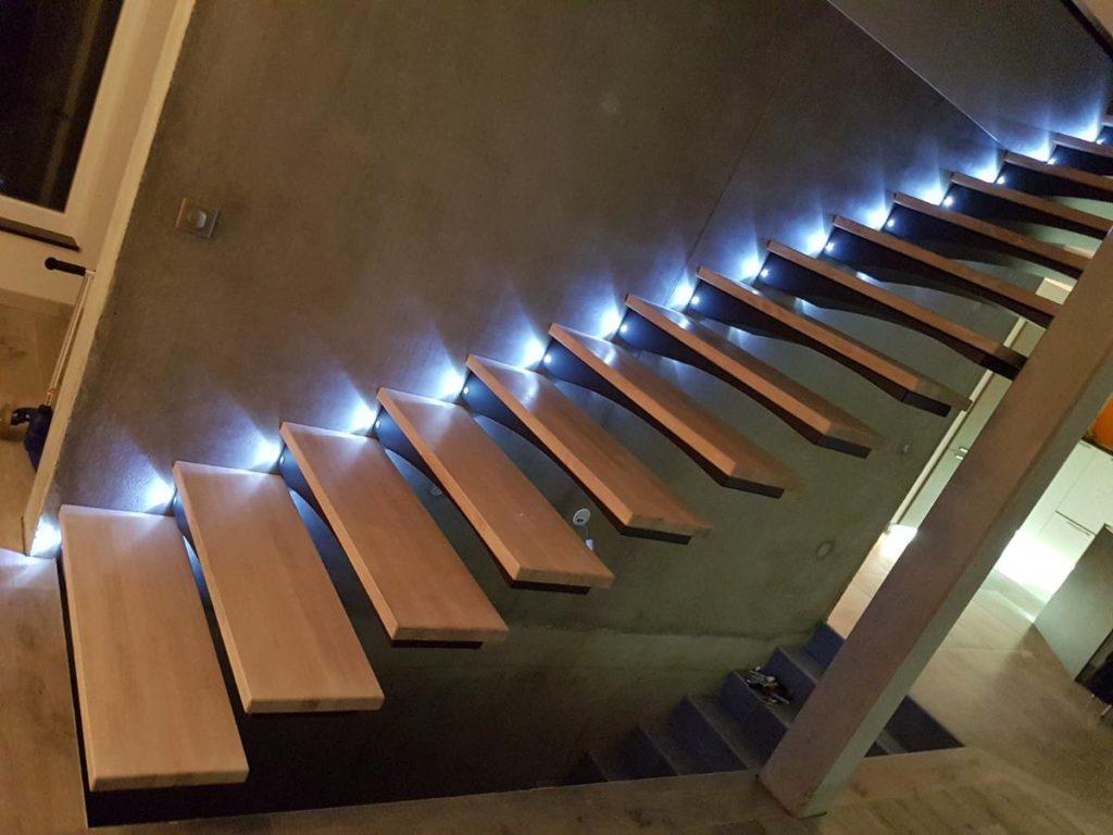 Escalier autoporteur bois et métal